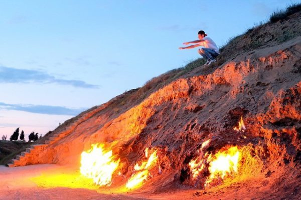 горящая гора Янардаг