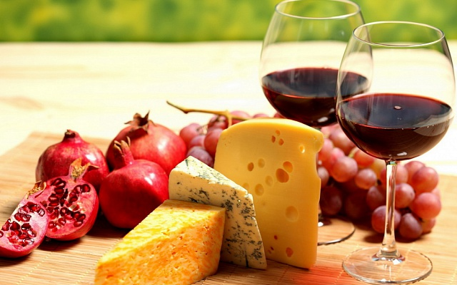 Food Differring meal Wine and cheese 032637