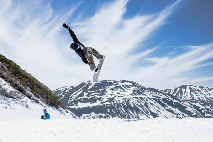 Пять самых неожиданных мест на Земле для катания на сноуборде