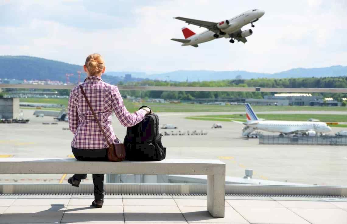 ozhidanie v aeroportu
