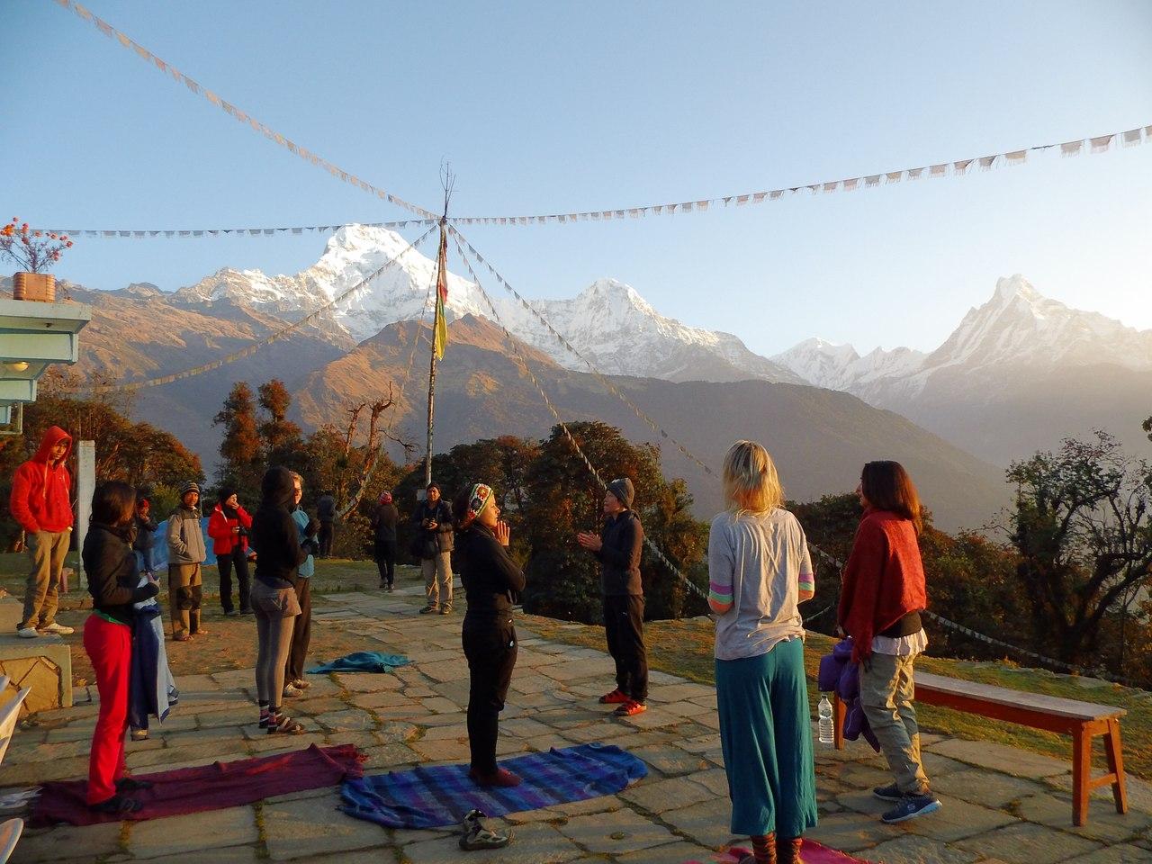 туристы в непале