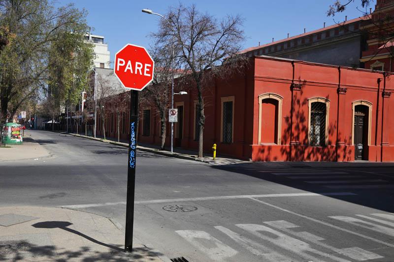знак стоп в Чили