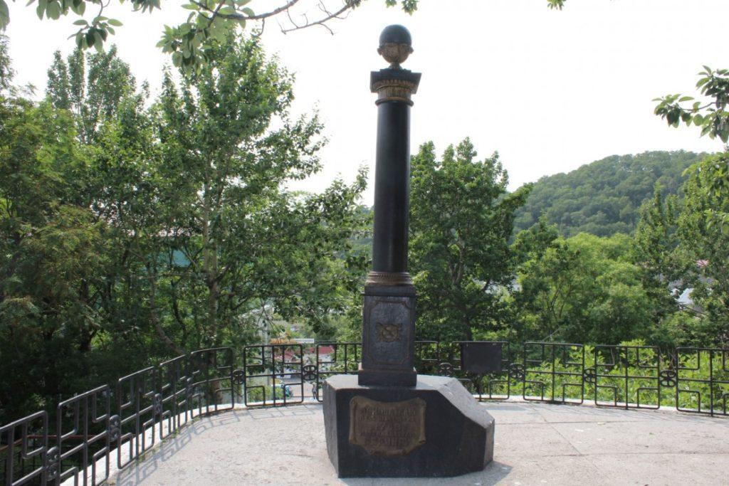 памятник великим мореходам