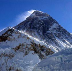 Восхождение на гору Эверест.