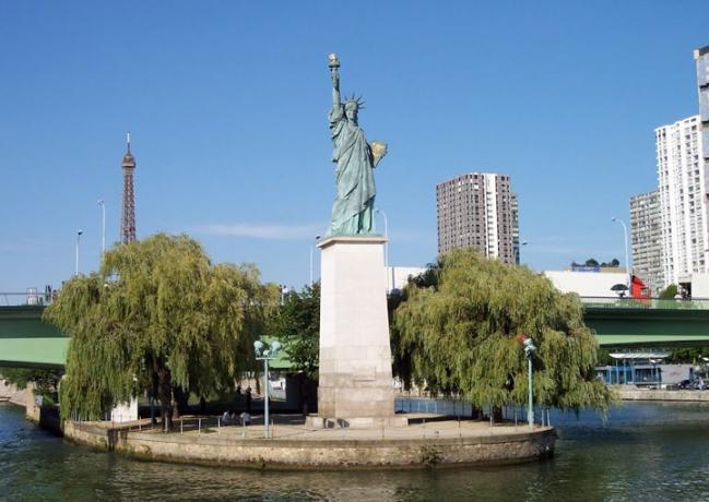 17 забавных и удивительных фактов о Париже