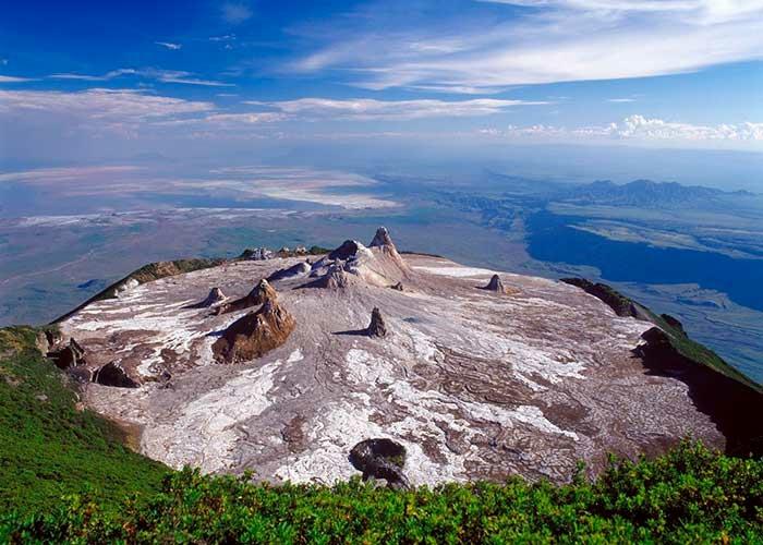 Ол Доиньо Ленгаи – уникальный содовый вулкан. вид кратера
