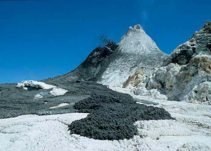 Ол Доиньо Ленгаи – уникальный содовый вулкан1