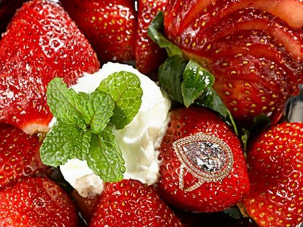 Десерт Strawberries Arnaud
