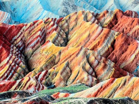 Радужные горы Китая - палитра красок Земли