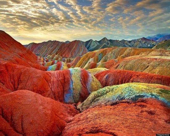 Радужные горы китайского национального геологического парка Чжанъе Данся