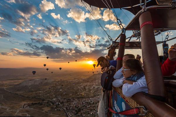 Рассвет над Каппадокией в корзине воздушного шара
